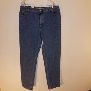 NWT.  18 Levi's Relaxed Tapered 550